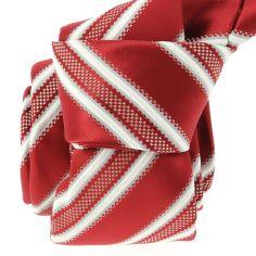 Cravate CLJ, Yacht rouge foncé