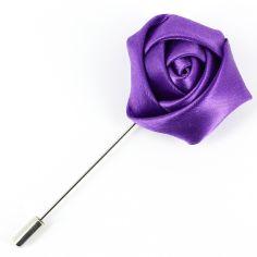 Boutonnière violette, rose satinée