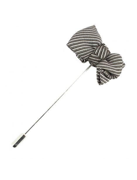 Boutonnière gris, mini noeud papillon stripe Cravate Avenue Signature Boutonnières