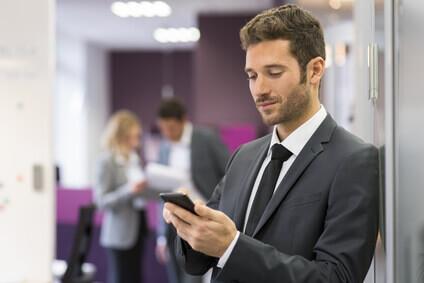 businessman avec son téléphone
