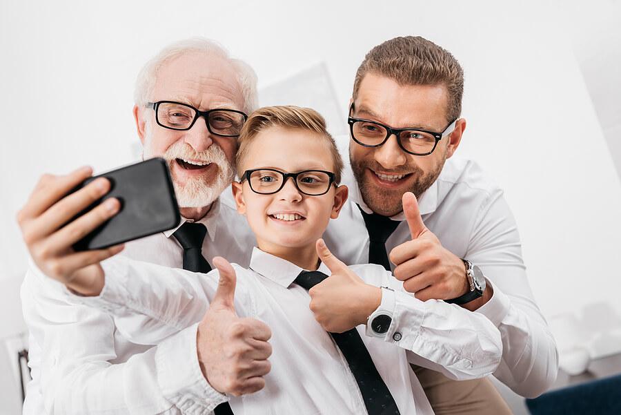 famille en cravate
