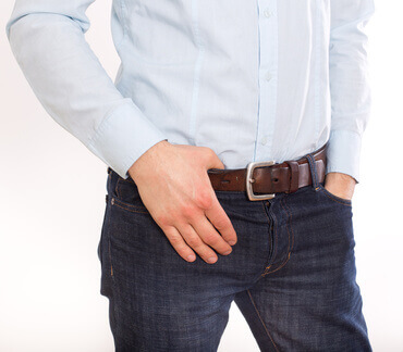 Cropped image of man in jeans - Image Coupée d'homme dans jeans