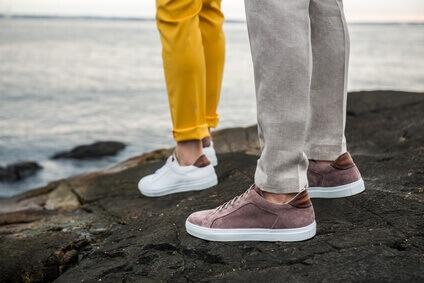 Chaussures de tennis masculines en plein air- Photo de style de vie dhommes, avec chaussures informelles