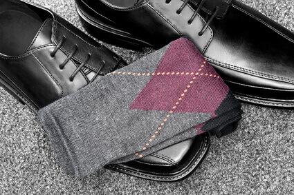 Chaussures en cuir noires avec chaussettes À motifs de losanges