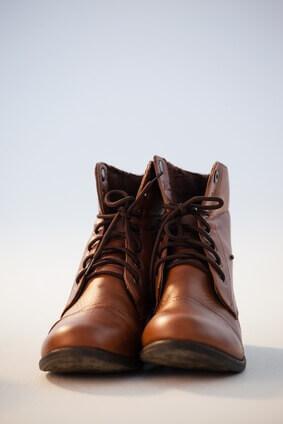 Paire de chaussures sur fond blanc