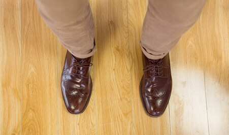 Overhead of mans dress shoes - chaussures hommes vu de haut