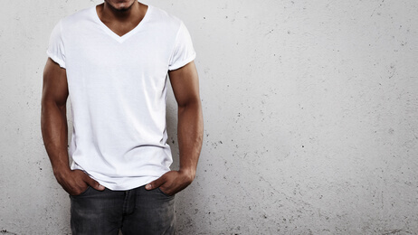 Young man wearing white t-shirt - Jeune homme portant t-shirt blanc