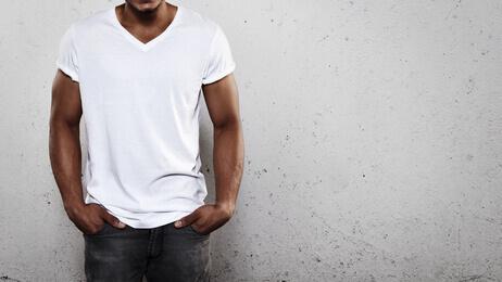 Young man wearing white t-shirt - Jeune homme portant t-shirt blanc