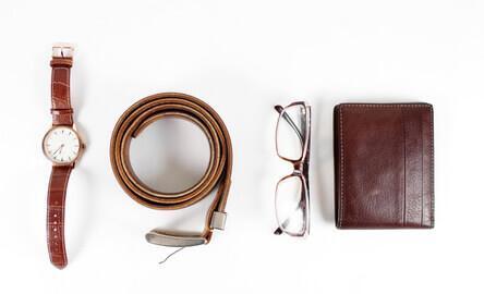 objets pour homme, montre, ceinture, et portefeuille