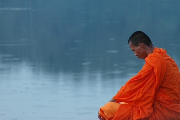 moine en orange