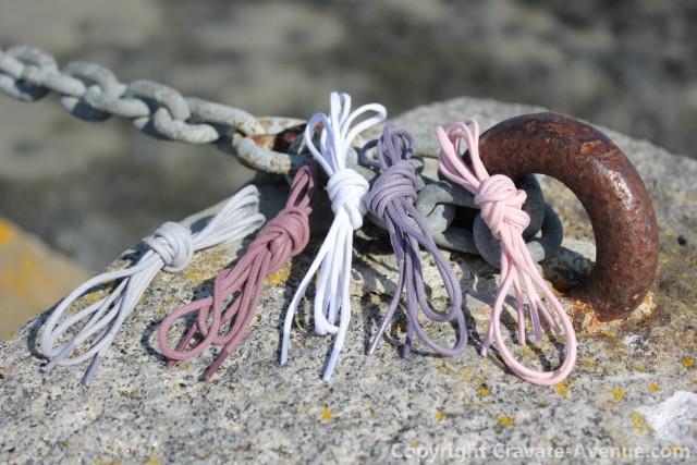 lacets de couleur, textures rouille